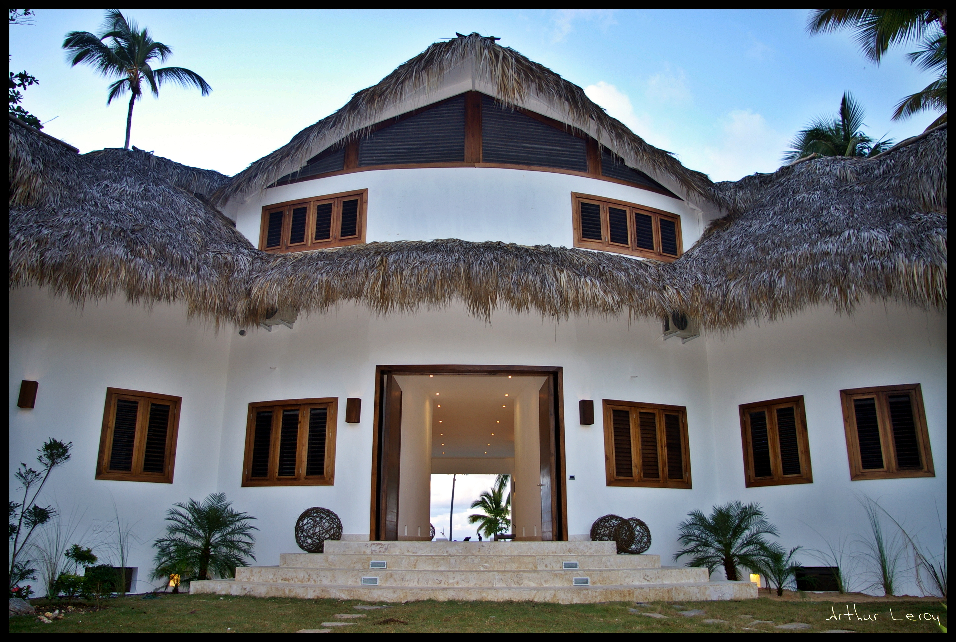 RENTAL VILLA : OCEAN LODGE : 11 BED BEACHFRONT VILLA - RA580LT
